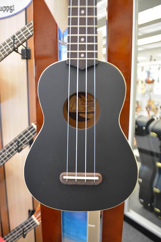 Fender Venice Soprano Ukulele - Black