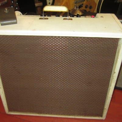 """1958 Maestro GA-45T 4 x 10"""" Speakers with Tremolo White Tolex"""