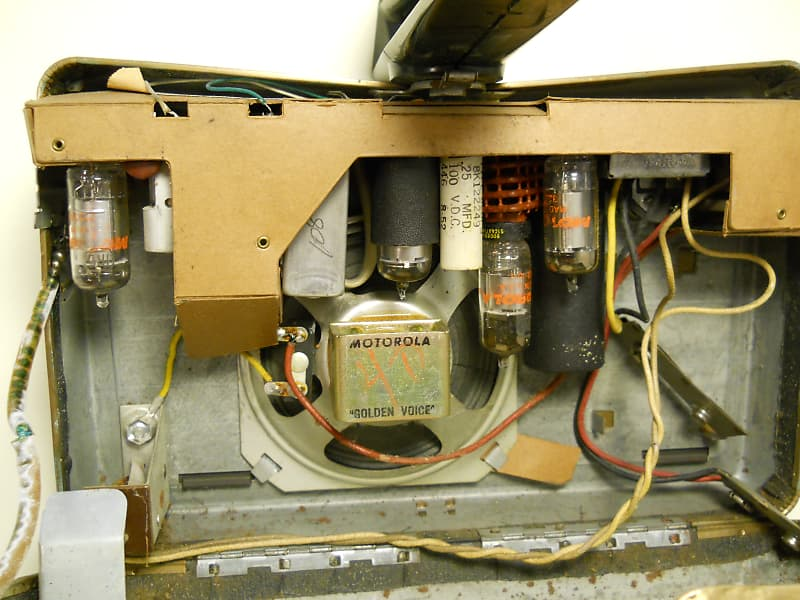 Vintage Tube Radio Motorola Model 5P23E-1 Not Tested No Battery's Or Power  Cord Very Good Shape