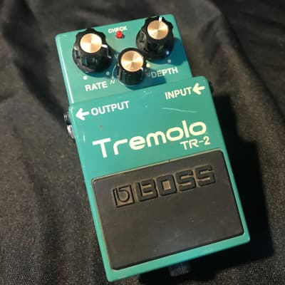 Boss TR-2 Tremolo Classic Trem Guitar Effect Pedal - Triangle and Square waves.