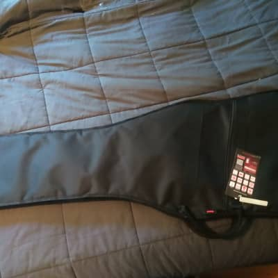 Gator The Gator Lightweight Gig Bag for Bass Guitars (GBE-BASS) Black