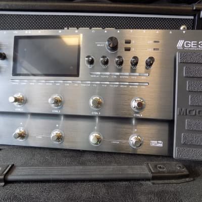 Mooer GE-300 Guitar Multi-Effects Processor with synth engine | Reverb