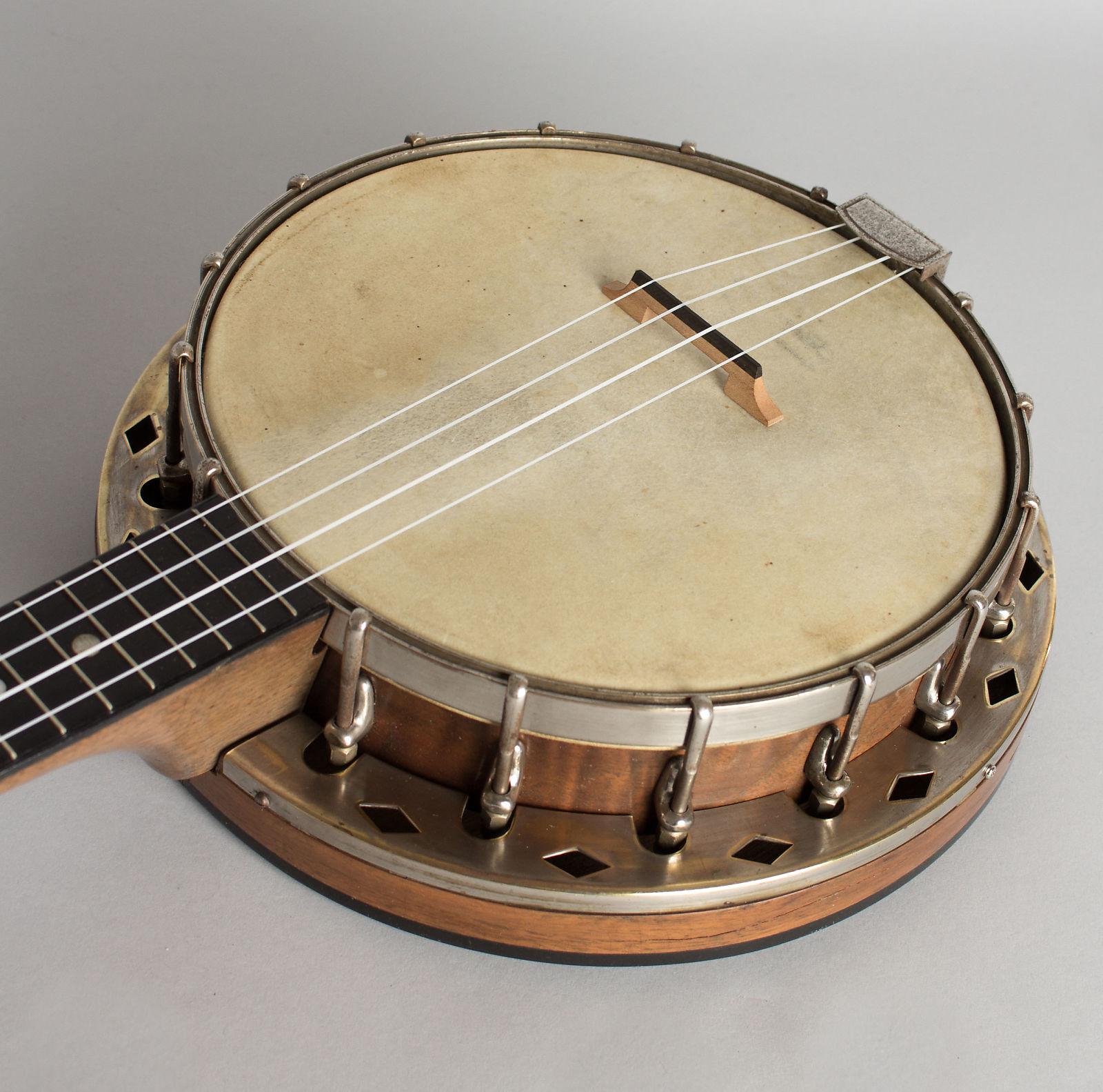 Flange & Resonator Banjo Ukulele (unlabelled) , c  1927, gig bag case