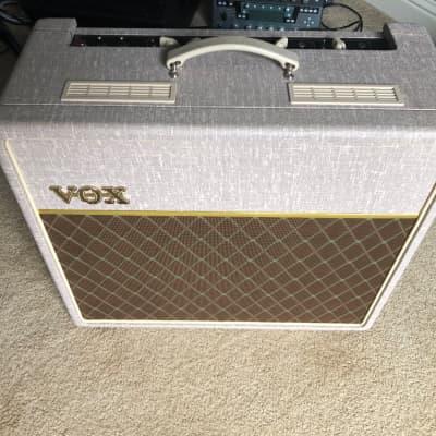 "Vox AC15HW1 Hand-Wired 2-Channel 15-Watt 1x12"" Guitar Combo"