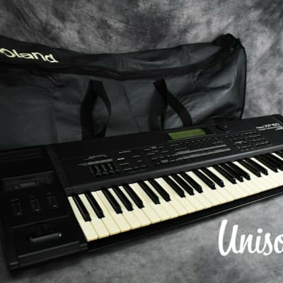 Roland XP-60 Music Workstation Synthesizer in Very Good Condition