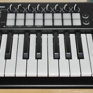 Novation Launchkey 61 MK II USB/MIDI 61-Key Controller Keyboard w/ 16 Pads
