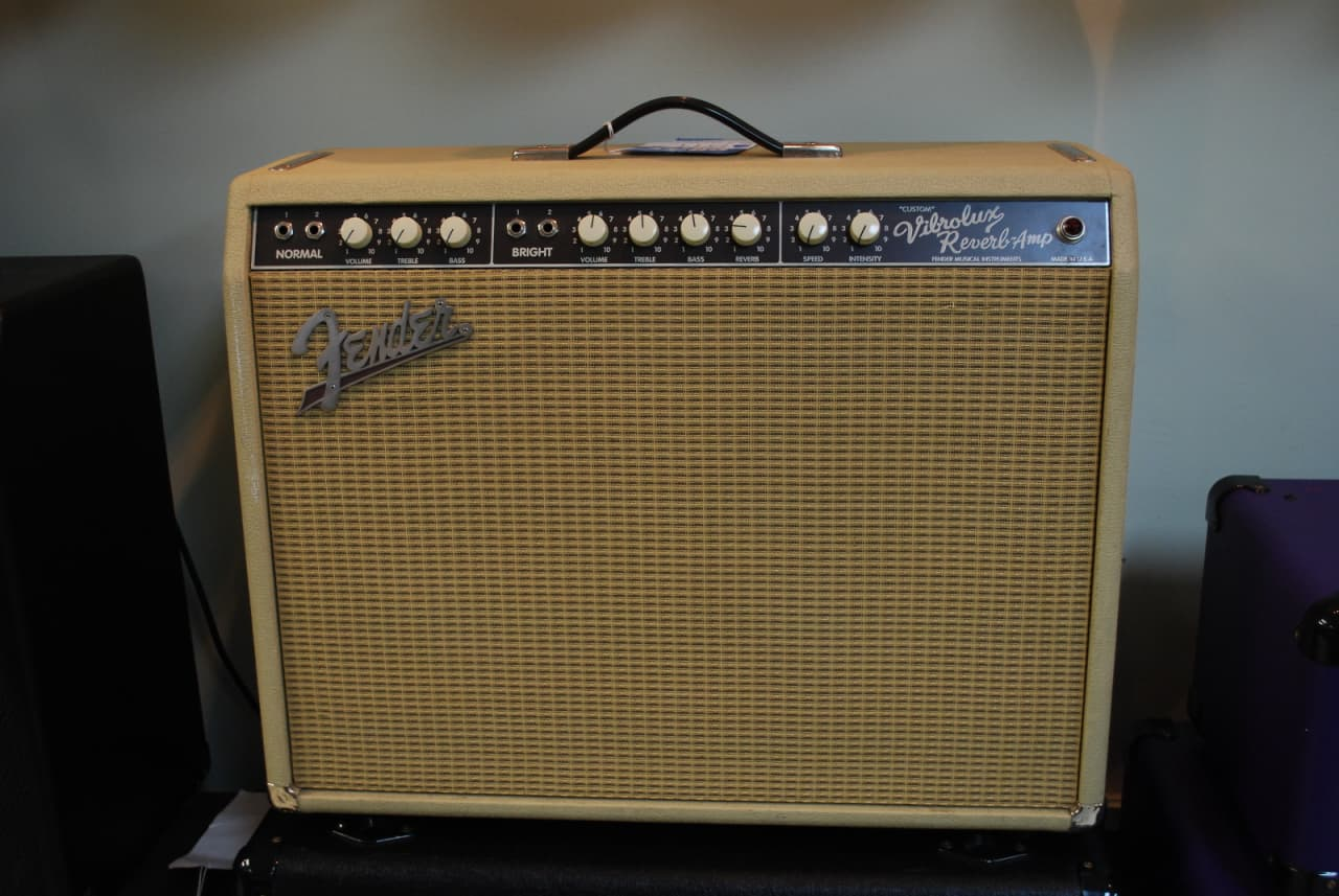 "Fender ""Custom"" Vibrolux Reverb 40-Watt 2x10"" Guitar Combo 1995 - 2013Fender ""Custom"" Vibrolux Reverb 40-Watt 2x10"" Guitar Combo 1996 - 2013 Black"