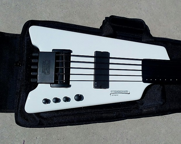 Steinberger Synapse XS-15FPA Fretless 5 V Bass, Piezo Bridge, White,  Gorgeous, Clean!