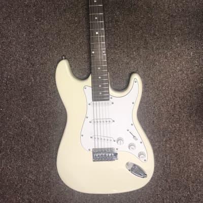 Mahar Stratocaster-like Off White for sale