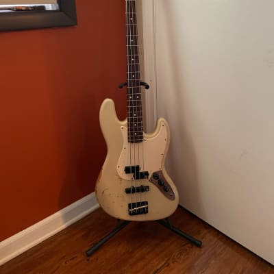 Fender Highway One Jazz Bass with Rosewood Fretboard 2006 - 2011 Midnight Wine Transparent