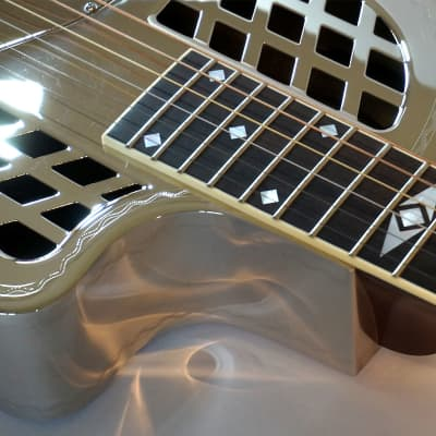 National Reso-Phonic Style 1.5 Brass Body Cutaway Tricone 2021 Mirror Nickel Engraved Wiggle Border