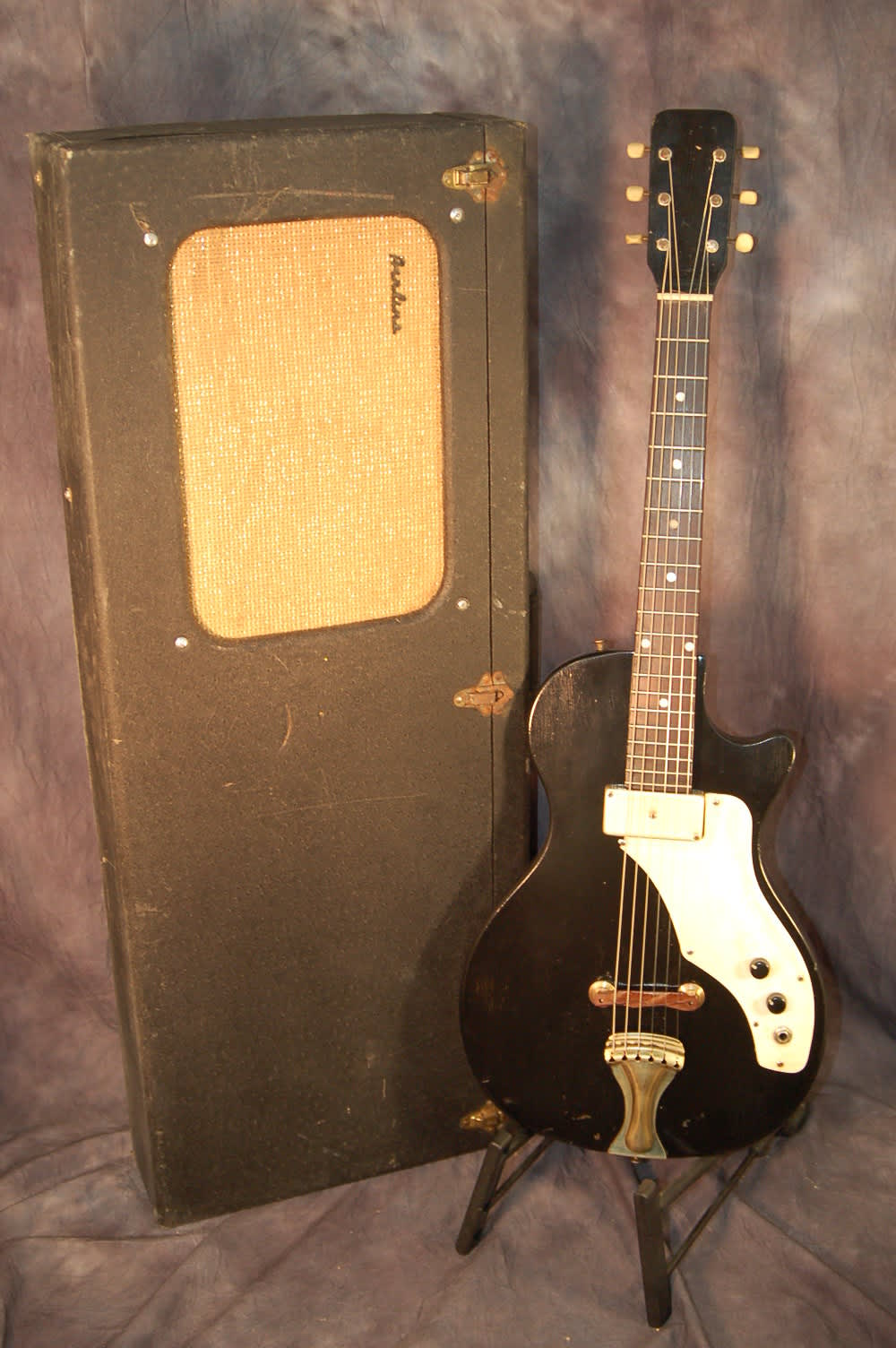 1962 airline amp in case guitar and amp black refin reverb. Black Bedroom Furniture Sets. Home Design Ideas