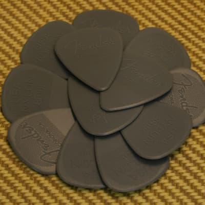 098-6351-850 (12) Fender .88mm Nylon Guitar Picks