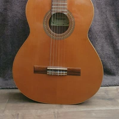 Raimundo 118 solid top classical guitar excellent condition for sale