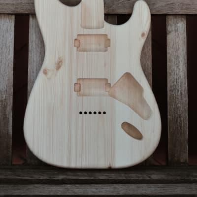 Custom Body Strat Standart HH Pine