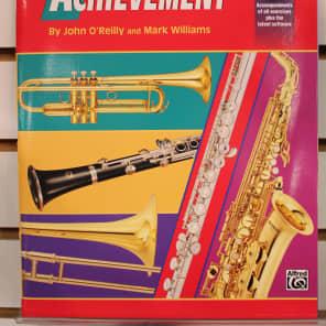 Alfred 00-18261 Accent on Achievement - E-flat Alto Saxophone (Book 2)