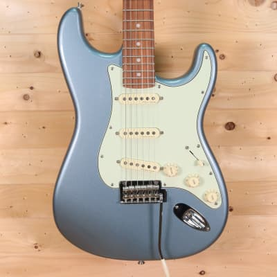 Fender Deluxe Roadhouse Stratocaster Electric Guitar - Pau Ferro Fingerboard, Mystic Ice Blue for sale