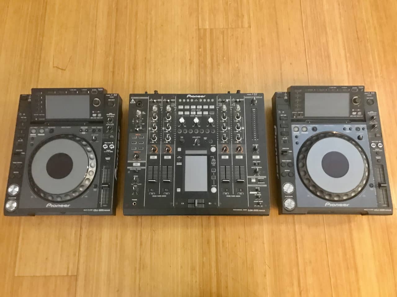 pioneer cdj 2000 nexus x2 w djm 2000 nexus 4 channel mixer reverb. Black Bedroom Furniture Sets. Home Design Ideas
