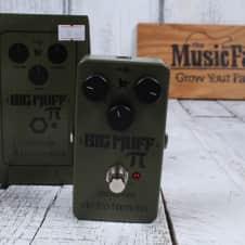 Electro Harmonix Green Russian Big Muff Distortion Electric Guitar Effects Pedal