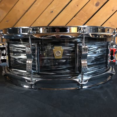 """Ludwig Legacy Classic 3-Ply Maple/Poplar 5X14"""" Snare Drum (Vintage Black Oyster)"""