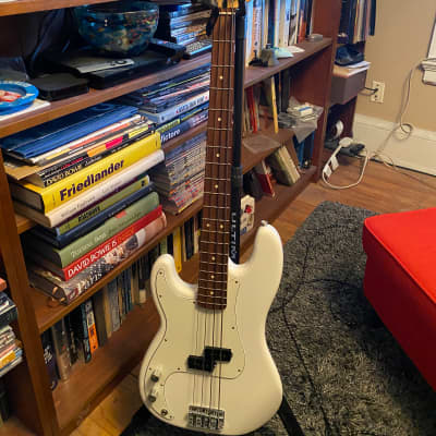 Fender Player Precision Bass Left-Handed 2020  Arctic White/Pau Ferro plus Gator Bag - Price Drop