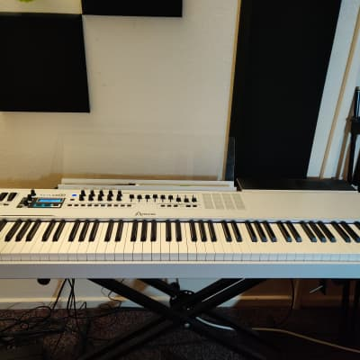 Arturia KeyLab 88 MIDI Controller MIDI Controller 2015 - 2017 White