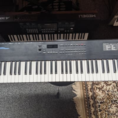 Roland D-5 61-Key Multi-Timbral Linear Synthesizer