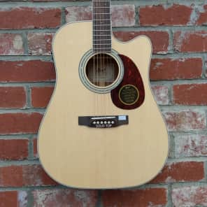 Cort MR710F NAT Solid Sitka Spruce/Mahogany Dreadnought Cutaway with Electronics Natural Glossy
