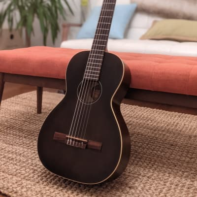 Art & Lutherie Roadhouse Nylon Classical Guitar