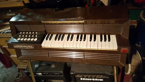 Vintage audion prelude chord organ w legs works pretty for Classic house organ bass