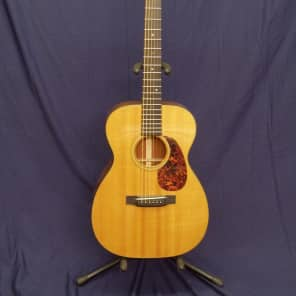 Martin 00-18V with Pickup and Hard-Shell Case