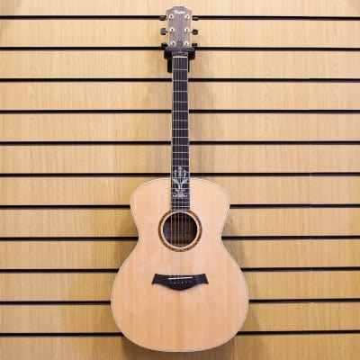 Taylor XXV-GA 25th Anniversary Sitka Spruce/Quilted Sapele Grand Auditorium Natural with Caramel-Stained Back and Sides 1999