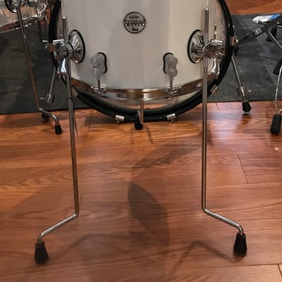 """PDP PDCM1214TTPW Concept Maple Series 12x14"""" Floor  Tom 2017 Pearlescent White with Chrome Hardware"""