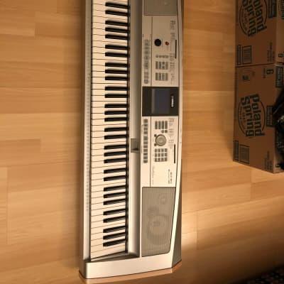 Yamaha DGX-505 2005 Silver