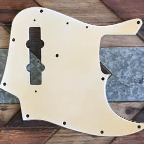 Real Life Relics Fender 75 Jazz Bass Pickguard White 3 Ply Aged 0055232000