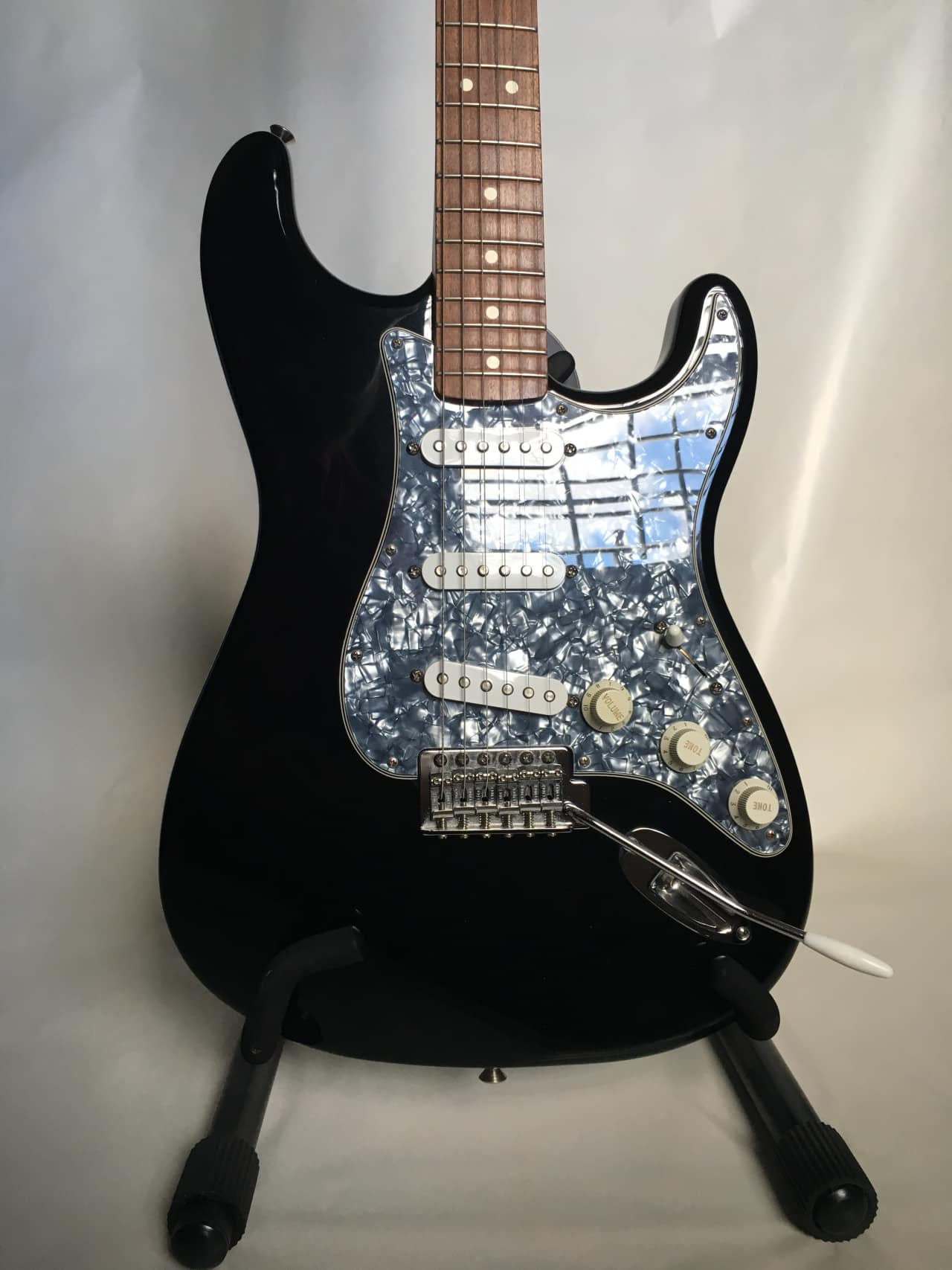 fender mexican stratocaster 2000 2001 black notes 39 reverb. Black Bedroom Furniture Sets. Home Design Ideas