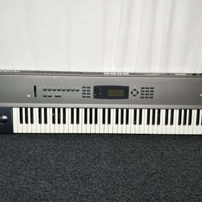 Korg N264 Music Workstation Synthesizer In Excellent Condition