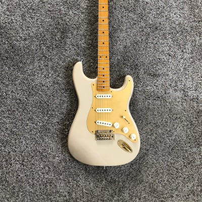 Fender 60th Anniversary Classic Player 50s Stratocaster  Desert Sand