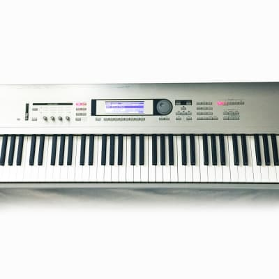 KORG Triton LE 88 Music Workstation Synthesizer 88-Key Keyboard. Made in JAPAN. Sounds Great !