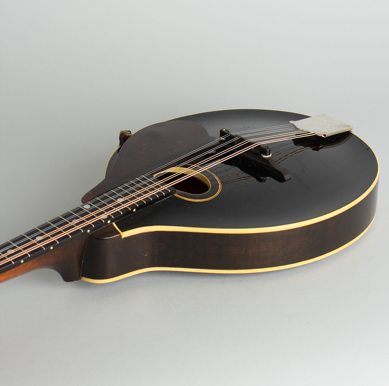 Gibson  Style A-1 Snakehead Carved Top Mandolin (1924), ser. #75720, original black hard shell case.