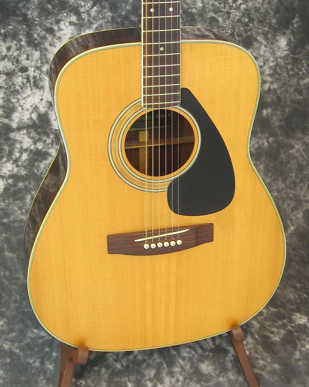 good vintage yamaha fg 180 1 acoustic guitar w chipboard case. Black Bedroom Furniture Sets. Home Design Ideas
