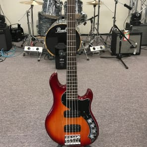 Fender Deluxe Active Dimension Bass V HH Aged Cherry Burst