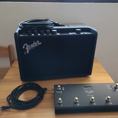 Fender Mustang GT 40 With Cover And Fender GTX-7 Footswitch