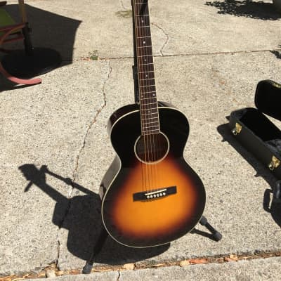 The Loar LH-200 SN Sunburst Acoustic Guitar • Gibson style small body • Ex + for sale