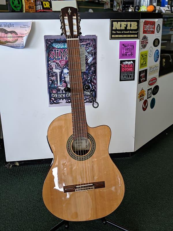 Alvarez AC65CE Classical Solid Cedar Top Nylon Acoustic Electric LR Baggs Guitar