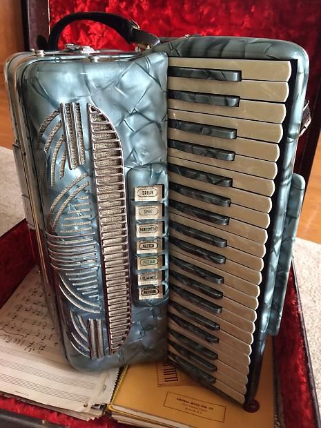 Pollina Accordion - Original Case / Sheet Music -Free Shipping