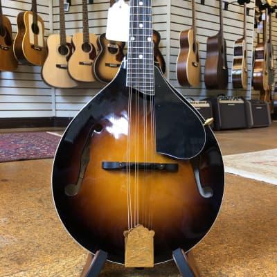 Kentucky KM-500 Artist German Spruce/Alpine Maple A-Style Mandolin Sunburst w/Padded Gig Bag