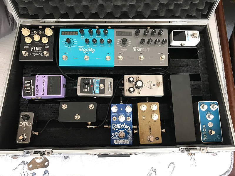 pedaltrain road case pedalboard with various pedals all or reverb. Black Bedroom Furniture Sets. Home Design Ideas