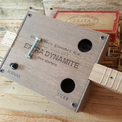 Guitare cigar box Extra Dynamite for sale