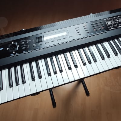 Roland D-50 61-Key Linear Synthesizer - with case and CD-ROM very nice condition a vintage classic!